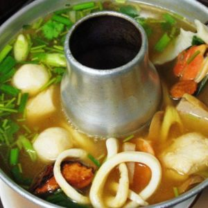 Hot & spicy soup with seafood mix