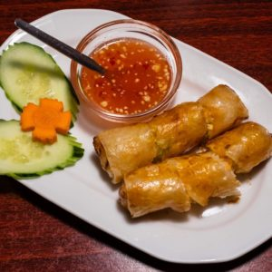 Spring roll with sweet & spicy sauce (2 pcs)