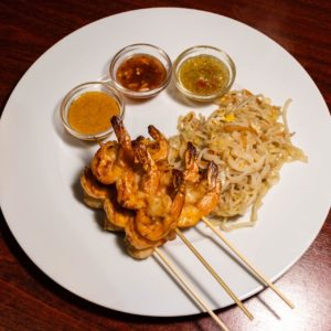 Grilled prawn with chili sauce, served with rice noodle
